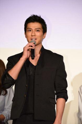 新田真剣佑, シャインハッピーはぎちゃんと仲良し, 画像