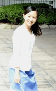 夏らしいさわやかな装いが美しい、佳子様の画像
