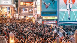 【画像・動画】大阪のハロウィンがやばい!道頓堀で飛び込む人が続出!